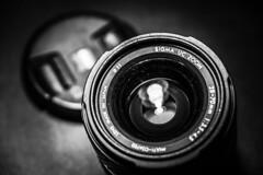 Lens (Jose Rahona) Tags: macromondays photographygear photographygearequipment photography gear lente lens sigmalens sigma