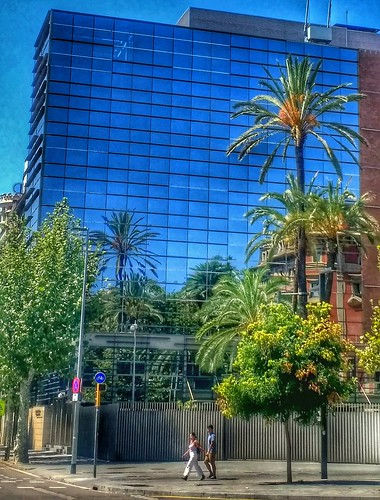 "Barcelona. Paseo de Sant Juan • <a style=""font-size:0.8em;"" href=""http://www.flickr.com/photos/26679841@N00/43072419195/"" target=""_blank"">View on Flickr</a>"