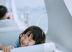 DSC_5632 (hhardawaytwhhardawaytw) Tags: 新增人物 d750 sigma nikon 35mm portrai kid f14 family smile sea tree sky child love 船 ship