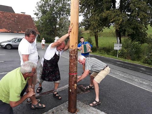 Der Maibaum in Tober wird umgeschnitten