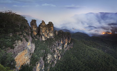 Bushfires near Three Sisters, Blue Mountains, Australia (nabilishes [on and off]) Tags: australia sydney bluemountain threesisters echopoint katoomba greatwesternhighway bushfire forestfire forestburning mountain rockformation 3sisters lookout travel rocks jamiesonvalley nsw newsouthwales