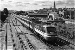 43071, Chesterfield (Jason 87030) Tags: hst 125 class43 powercar britishrail mml midlandmainline derbyshire chesterfield tracks speed iconic train border frame black white blanc noir bw bbw blackandwhite image design stpancras mk3 trains july scan 1992 old vintage classic mono church spire lineside outing railways