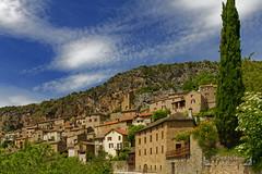 Peyre, Aveyron Occitanie ( photopade (Nikonist)) Tags: aveyron peyre village semitroglodyte france paysage nikond300 nikon architecture apple affinityphoto afsdxvrzoomnikkor1685mmf3556ged imac ciel occitanie