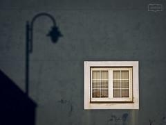 Ilumíname/ Enlighten me (Jose Antonio. 62) Tags: window ventana wall pared sombra shadow