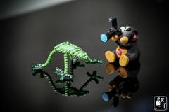 Grenouille en perles  : MaCroââââââ ! (rtnikyo) Tags: mondays macro trinkets grenouille frog perles pearl vert green taupe noir black macromondays