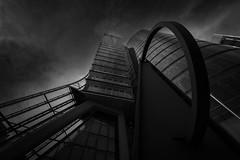 Uniqa Tower (Wilflingseder) Tags: gebäudearchitektur architectur architektir arquitectura vienna modern düster gebäudehülle wolkenkratzer gebäude turm skyline gebäudestrucktur uniqa blickwinkel weitwinkel nikon