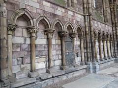 Detail of Holyrood Abbey, Edinburgh (Elisa1880) Tags: edinburgh scotland schotland holyrood abbey ruins church kerk ruines 12th 13th century 12de 13de eeuw middeleeuwen medieval times middle ages building gebouw old oud