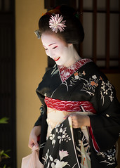 Yamato nadeshiko (byzanceblue) Tags: kyoto maiko geisha geiko kagai japan japanese woman girl female beauty cute beautiful 京都 kimono gion dance lovely 舞妓 舞踊 traditional kanzashi formal tama 祇園 black 花街 white color colour flower nikkor background people photo portrait professional lady lovery 芸妓 着物 bokeh red traditonal summer natural 祇園甲部 祇をん ぎをん fresh shadow 黒紋付 shirt 多麻