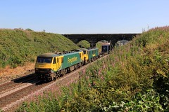 90042 + 90046 - 4M27 - 2018-07-03 (BillyGoat75) Tags: freightliner class90 90042 90046 electric locomotive coatbridge daventry liner wcml redbank 4m27