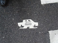 Short Stikman White Robot Tile Tmes Square NYC 7077 (Brechtbug) Tags: a return stikensian era white robot tile stikman broadway times square nyc street art graffiti tag tagging stencil cut out toynbee stickman asphalt figurative school flat action figures new york city 08102018 cross walk smoke 2018 stik man men curious streets summer heat august
