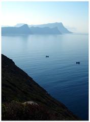 Cape (Gurugo) Tags: capeofgoodhope cabodaboaesperança cape cabo westerncape southafrica áfricadosul zuidafrika sea mar coastline costa boats barcos falsebay cliffs penhascos