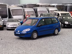 Peugeot 807 (quicksilver coaches) Tags: peugeot 807 hongwell cararama 172 176 oo diecast model