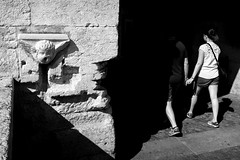 (Roberto Spagnoli) Tags: love couple handinhand mask angel fotografiadistrada streetphotography biancoenero blackandwhite monocromo walking lightsandshadows fujix100t people
