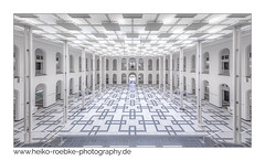 Atrium Welfenschloss Hannover (H. Roebke (offline for a while)) Tags: 2018 de architektur colour farbe highkey lightroom architecture atrium lichthof canon5dmkiv hannover welfenschloss leipnizunihannover sigma1224mmf40dghsmart