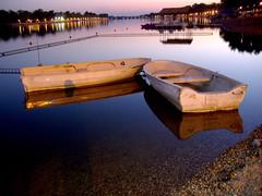 Anglų lietuvių žodynas. Žodis night-boat reiškia naktinis valtis lietuviškai.