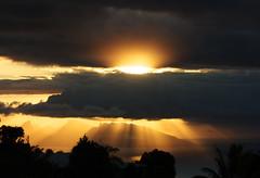 Lumière chaude (Faapuroa) Tags: sunset or gold sky polynesia polynesie moorea tahiti lumière light sun soleil