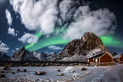 EN EL CIELO (Valero-Xixona) Tags: nocturnas night naturaleza noche noruega nubes nieve canon montaña auroras luzenlaoscuridad lofoten valero