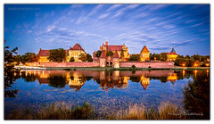 An evening in Malbork (Aperture Variance) Tags: malbork polska poland europe europa zamek castle castillo schloss châteauevening blue