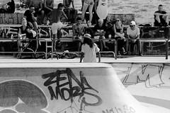 Scène de skate (ZUHMHA) Tags: marseille france urban urbain line lignes courbes curve summer été sun soleil lumière light shadow ombre ombreetlumière skatepark skateparc bowl sport fun skate people gens humain human personnes sportif jeunesse sportextrême sportdeglisse glisse graf tag scènedevie