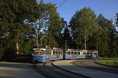 Im Abendlicht befährt P-Zug 2006/3039 die Schleife an der Großhesseloher Brücke (Frederik Buchleitner) Tags: 2006 3039 linie15 munich münchen pwagen strasenbahn streetcar tram trambahn