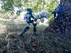 Kongu:- Hands up Skakdi!                           Vezok:- Fuck you, asshole! (j.j.gold.999) Tags: bionicle lego vezok garan voya nui 2006 christian clavier velika jaller kongu cube beau ignition toa piraka