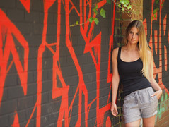 red black green (konicus) Tags: porträt portrait mauer wall bricks sommer summer shorts longhair langehaare graffiti red black green blonde efeu ivy ziegelsteine
