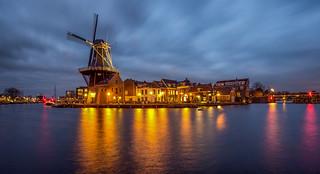 Molen de Adriaan (1779) aan de Papentorenvest te Haarlem