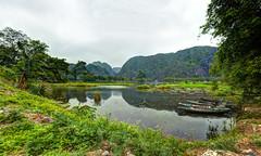 Embarcadère (Mat Distef) Tags: vietnam paysage landscape nature light clouds travel water panorama