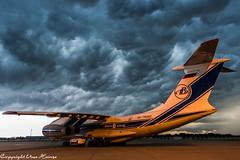 Ein Gewitter zieht auf HAJ 280718 4 (U. Heinze) Tags: aircraft airlines airways flugzeug planespotting plane haj hannoverlangenhagenairporthaj sky himmel nikon eddv