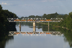 Tolledo Hauler crossing the Willamette river at Albany Oregon on 30-June-06 (metrovick) Tags: pnwr portlandwesternrailroad willametteriver albanyoregon emd gp402 gp392 roadslug railroad railway railroadoregon
