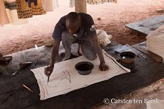 Korhogo cloth (10b travelling / Carsten ten Brink) Tags: 10btravelling 2018 africa africaine african afrika afrique carstentenbrink cotedivoire elfenbeinkueste iptcbasic ivorian ivorycoast korhogo korhogocloth senoufo senufo westafrica africain artist cloth cmtb craft ivoirien ivoirienne north painted tenbrink textile tissu