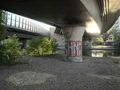 Autobahndreieck-Neukoelln_e-m10_1017295536 (Torben*) Tags: olympusm17mmf18 olympusomdem10 rawtherapee berlin neukölln britz autobahndreieckneukölln brücke bridge graffiti neuköllnerschiffahrtskanal canal kanal