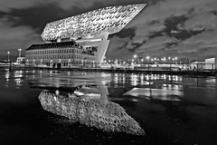 ANVERS (196) (Photopolox) Tags: antwerp antwerpen architecture award batiment building best bw ciel cities city d4 digital excellent fantastic fantastique meilleur nb night nikon nuit photo photography picture sky trips ville voyage anvers noir blanc black white blackwhite noitblanc
