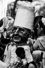 ... 👨🍳 ... (Lanpernas .) Tags: cabezudo fiestas izurun comparsa gigantes cocinero donostia semanagrande 2018 urbanite monocromo