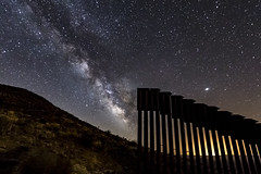 Vía Láctea: Undocumented Alien Attempting to Cross The USA-Mexico Border (slworking2) Tags: jacumbahotsprings california unitedstates us milkyway vialactea usa mexico border internationalborder borderwall borderfence night nighttime nightsky