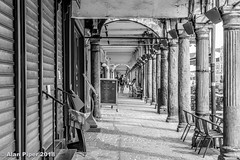 Arcade Grand Place, Arras (PapaPiper (Travelling with my camera)) Tags: arras france grandeplace architecture arcade monochrome mono blackwhite bw perspective dof