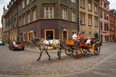 In der Altstadt von Warschau, Polen (Janos Kertesz) Tags: pferd warschau warszawa polen poland polska kutsche altstadt staremiasto tourism carriage horse travel old europe architecture city animal culture transport transportation street traditional history