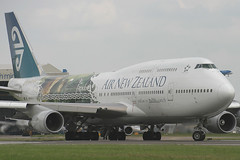ZK-NBV, London Heathrow, June 6th 2004 (Southsea_Matt) Tags: zknbv airnewzealand staralliance boeing 747419 egll lhr londonheathrow greaterlondon england unitedkingdom airplane june 2004 summer canon 10d aviation transport lordoftherings