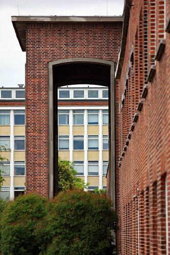 """CAU Olshausenstraße (02) • <a style=""""font-size:0.8em;"""" href=""""http://www.flickr.com/photos/69570948@N04/42158065630/"""" target=""""_blank"""">Auf Flickr ansehen</a>"""