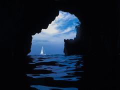 La grotta degli scorpioni (Nunzio Pascale) Tags: grottadegliscorpioni laccoameno isoladischia mare estate2018 snorkeling nikoncoolpixw100 onde motoscafi barcaavela nuoto mediterraneo tirreno