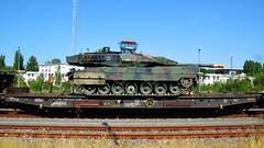 Bundeswehr (Tobi NDH) Tags: bundeswehr panzer tank kampfpanzer leopard2 leopard2a6 leo2 army military bundeswehrfahrzeug bahnhofsondershausen bahnverladung sondershausen kyffhäuserkreis thüringen thuringia deutschland germany panzerbataillon393 pzbtl393 battletank efpbgltu transportation flachwaggon