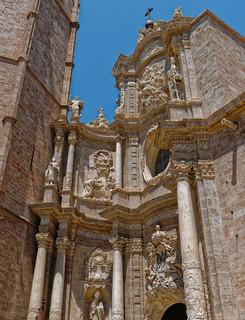 Entrance to Valencia Cathedral (Panasonic Lumiuc LX100)
