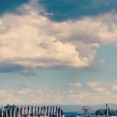 Me da miedo la altura... (Psicoleandro) Tags: cba cordoba altacordoba altura avio fly vuelo ciudad ciudades city cielo paisaje paisajeurbano argentina arg docta ladocta amor photo photograph pics foto fotografia imagen love nubes