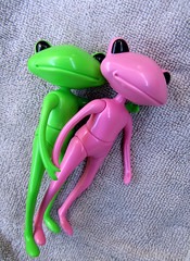Journée piscine (mmarple62) Tags: wonderfrog studiouoo plastique figurinearticulée roméoetjuliette