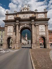 Innsbruck 21.jpg (vossemer) Tags: bauwerke orte innsbruck tore städte strasen landschaften historisches kirchen natur objekte tirol österreich at