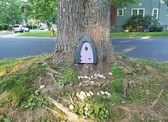 Another Fairy House (Coastal Elite) Tags: fairy door doors tiny halifax fairydoor tinydoor porte fée fées fairies streetart urbanart cute urban street art urbain cutesy arbre tree trunk petit petite canada canadian novascotia tonys tony donair small secret subculture spotted mouse mice tronc arbres trees magic magical miniature night nightshot evening soir nuir trottoir sidewalk