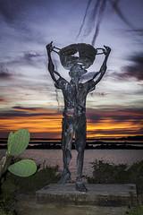 Es saliner - Estatua dedicada a los trabajadores de las salinas de Ibiza - (ibzsierra) Tags: ibiza eivissa baleares canon 7d estatua salinero saliner sunset atardecer historia homenaje salinas 1740 usm