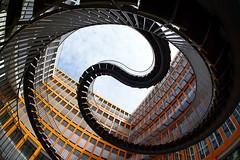 (Px4u by Team Cu29) Tags: münchen treppe stufen haus fassade schwanthalerhöhe innenhof endlosetreppe olafureliasson fischauge weitwinkel ganghoferstrase architektur orange glas himmel