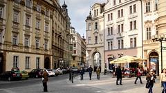 Jilska Street (Raúl Alejandro Rodríguez) Tags: calle street plaza square arquitectura architecture bar cafe pub arco arch praga prague república checa czech republic