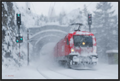 "Snowflakes at Krauseltunnel ("" Wiener Schule "") Tags: öbb oebb obb austria semmering semmeringbahn ghega breitenstein 1116 1016 taurus winter schnee snow tunnel krauseltunnel krauselklause eisenbahn railway railroad"
